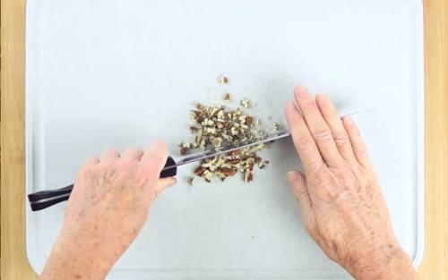 How To Chop Pecans
