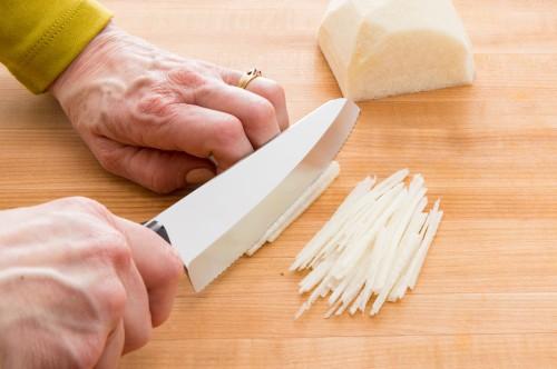 How to Cut Jicama