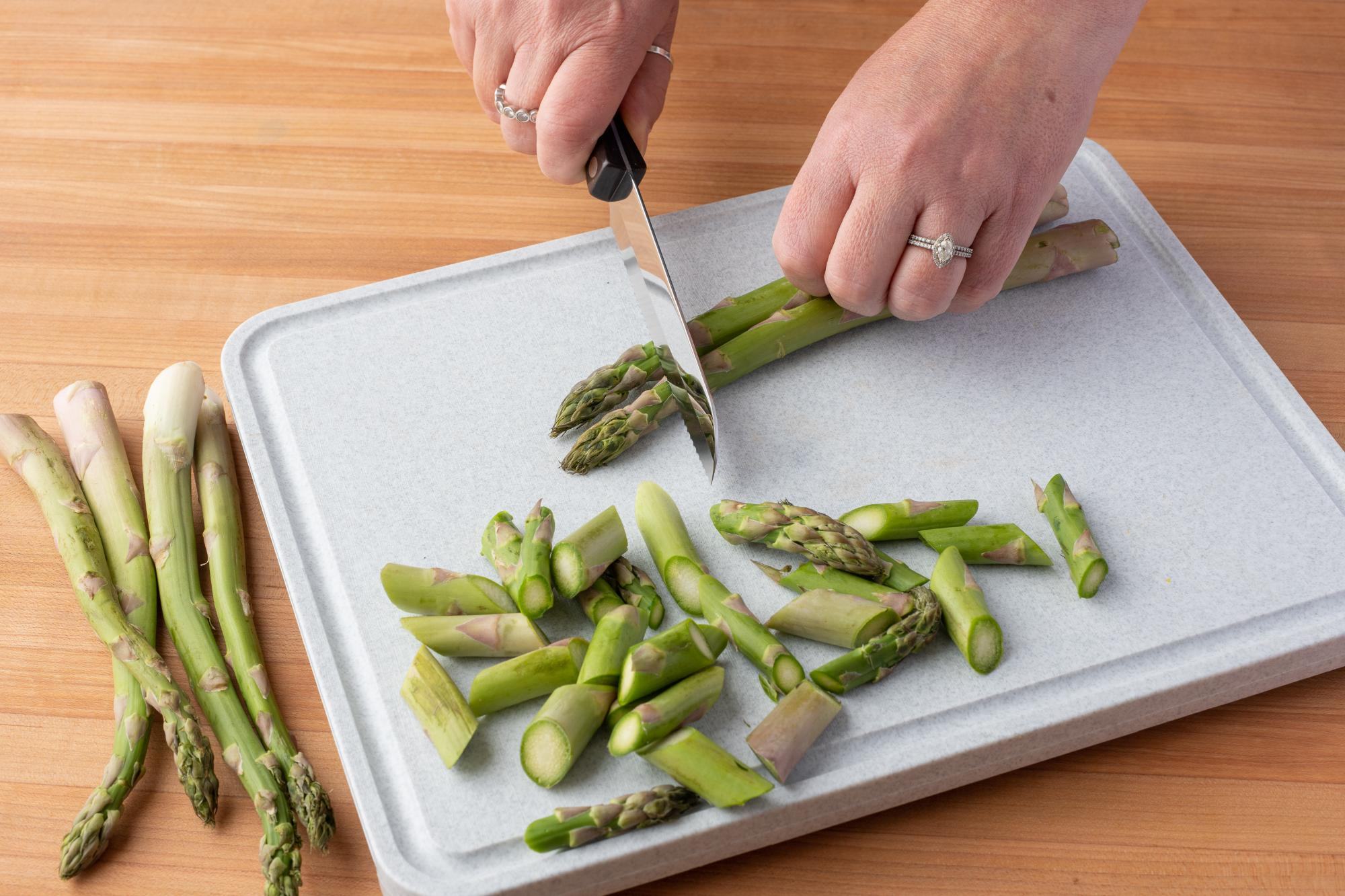 Trimming the Asparagus with a Santoku-Style-Trimmer