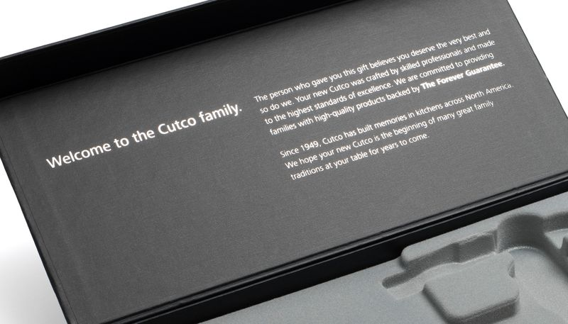 Closeup of inside of gift box lid and welcome message.