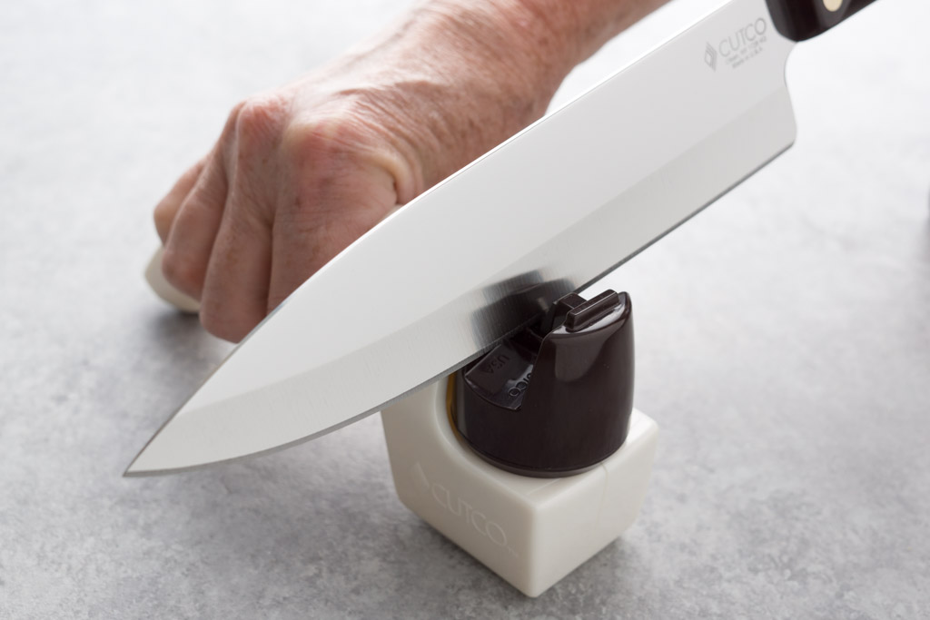 How To Sharpen Serrated Kitchen Knives | Knowing When To Sharpen Your Knives