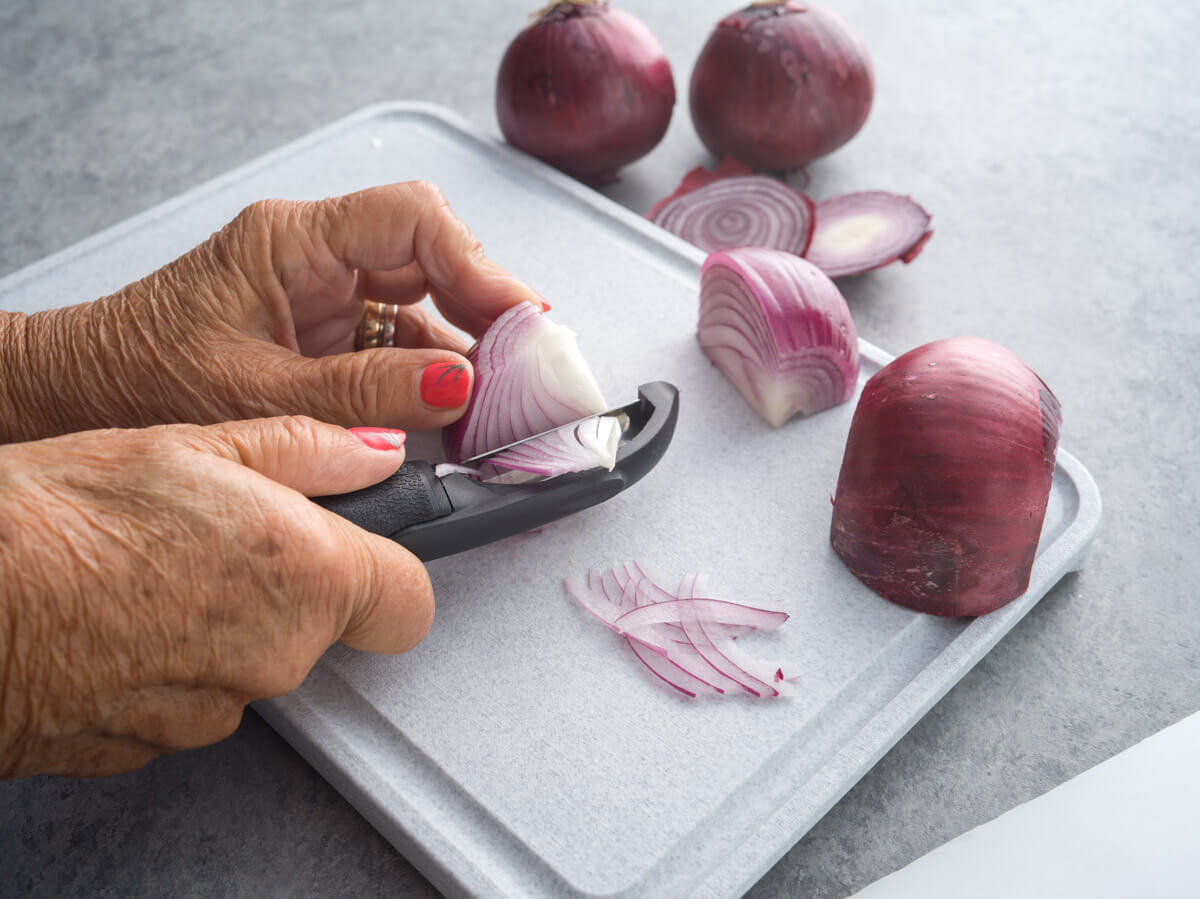 how to peel and cut onion
