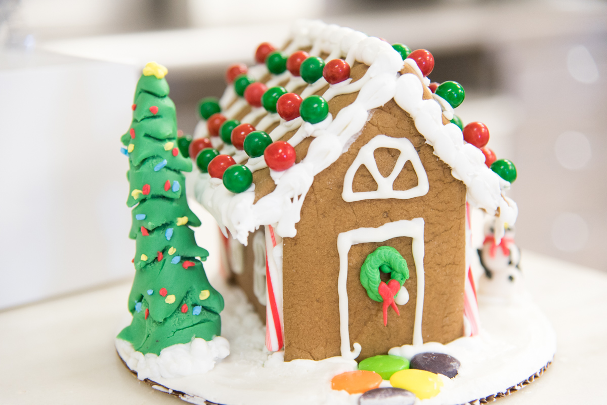 Expert Advice on How to Build a Gingerbread House